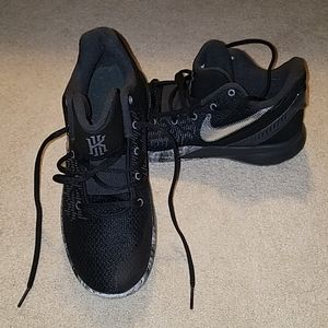 Nike Kyrie Irving Basketball sneakers
